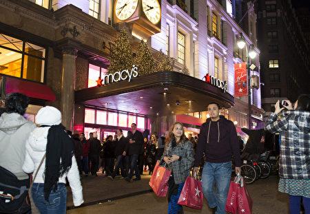 紐約聖誕夜梅西百貨購物的人群(攝影:戴兵/大紀元)