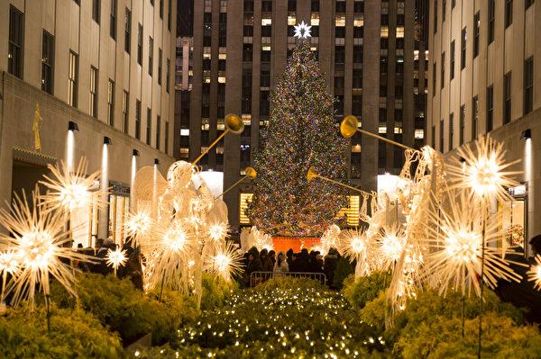 纽约圣诞夜洛克菲勒中心纽约最大的圣诞树(摄影:戴兵/大纪元)