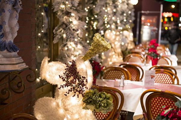 纽约曼哈顿小意大利区的酒店圣诞节装饰(摄影:戴兵/大纪元)