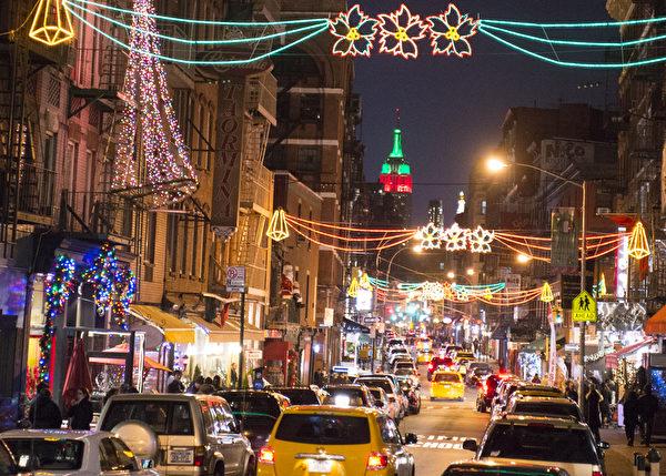 纽约曼哈顿小意大利区的圣诞节装饰(摄影:戴兵/大纪元)