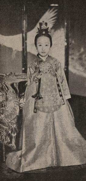 穿唐衣的德惠翁主13歲時照片(圖片提供:國立古宮博物館)