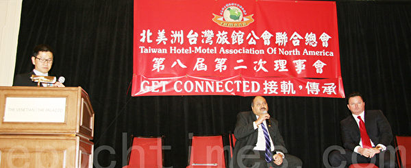 图:左起南加州台湾旅馆公会会长汪蔚兴,美国亚洲旅馆业主公会理事长Alkesh Patel和Wyndham 旅馆资深副总Tim Muir(摄影:朱江/大纪元)