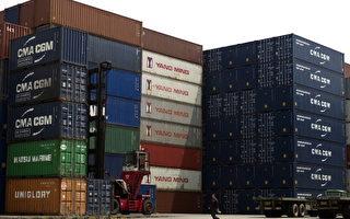 美國總統川普訪華前,中共商務部宣布將採取三種舉措擴大進口。圖為上海港口。(PHILIPPE LOPEZ/AFP/Getty Images)