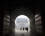 """原中共北京军区司令周衣冰死了,海外媒体都留意到周衣冰的""""六四""""戒严副总指挥身份,而对他的儿子则仅是一笔带过。(WANG ZHAO/AFP)"""