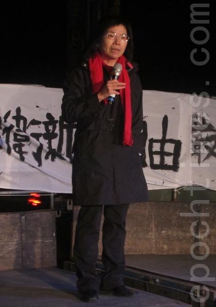 台大新闻系教授林丽云表示,面对有中(共)国因素的财团并购台湾媒体,我们要求政府壮大公共媒体、制定反垄断法,并希望建立公民媒体争取权益。(摄影:钟元/大纪元)