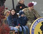 元旦遊行最感人時刻:軍人與妻兒意外重逢
