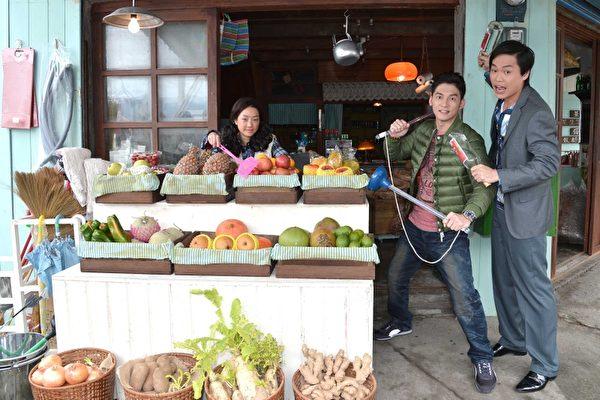 温昇豪(右二)演出偶像剧《金大花的华丽冒险》,受到广大熟女观众们的喜爱。(图/台视提供)