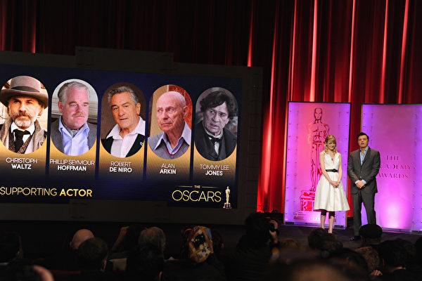 10日,艾玛·斯通(Emma Stone )和塞思·麦克法兰(Seth MacFarlane)在加州比佛利山庄宣布了第85届奥斯卡奖入围名单。(图/Getty Images)