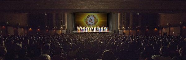 1月2日至6日,神韻巡迴藝術團在北加州沙加緬度和聖荷西的5天6場演出場場爆滿。(攝影:李明/大紀元)
