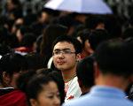 《紐約時報》刊文稱,大陸90後是個大到令人不安的人口群體,一點八億人,差異巨大。圖為吉林省吉林市的一名參加入學考試的高中生。(China Photos/Getty Images)