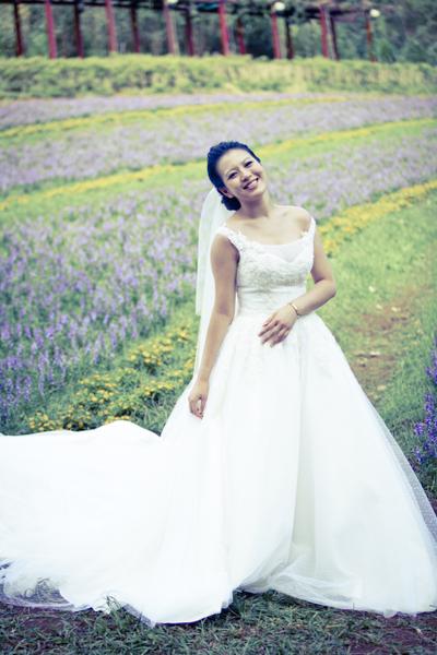 言言在花海中拍婚紗,直呼浪漫好想婚。(圖/公視提供)