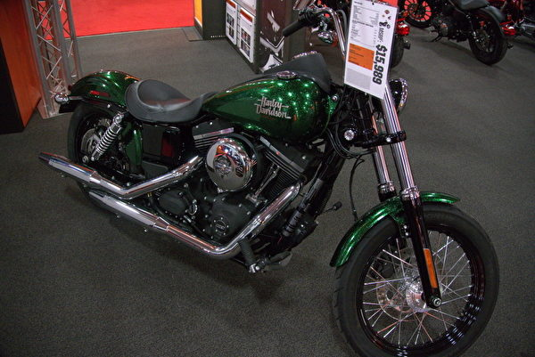 Harley Davidson 2013新款Hard Candy Custom。(攝影:夏又容/大紀元)