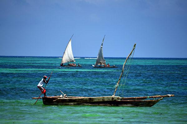 桑吉巴岛海上渔船。(GABRIEL BOUYS/AFP)