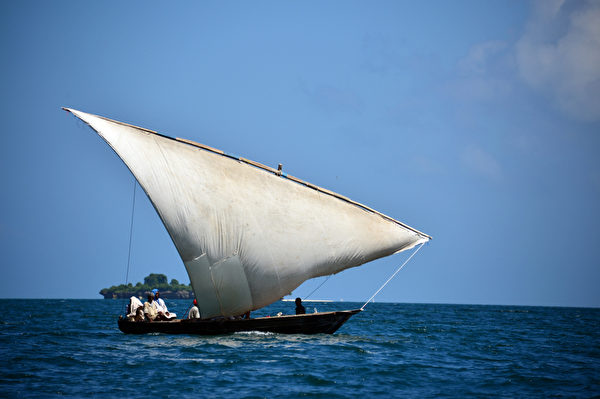 桑吉巴岛海上帆船。(GABRIEL BOUYS/AFP)