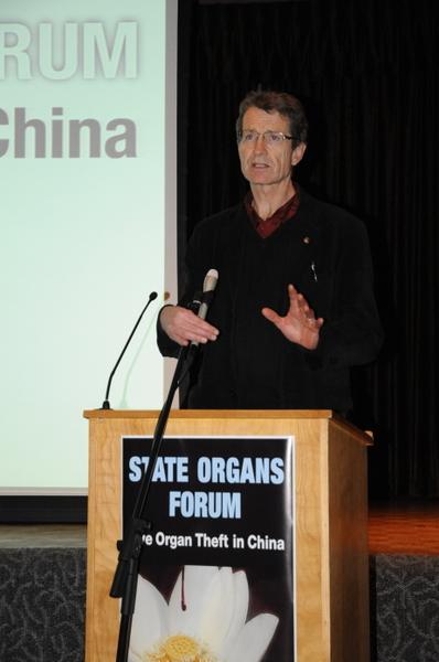 """亚伯塔省议员、原亚省自由党领袖、医学博士戴维‧斯旺在发言中说:""""不要把(中共活摘器官)这个事情看成是与自己无关的国际事务。""""(摄影:童宇/大纪元)"""