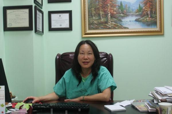 龙泳州医学博士。(摄影:沈一鸣/大纪元)