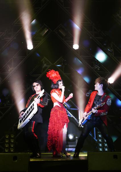 "F.I.R.""2013光合之旅演唱会Light up the way""首场十分成功。(图/华纳提供)"