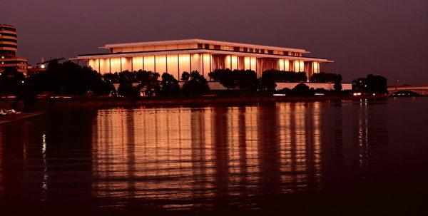 神韵艺术团将于2013年1月29日至2月3日第七次莅临美国华盛顿的肯尼迪中心歌剧院(John F. Kennedy Center for the Performing Arts)进行七场演出。(摄影:李莎/大纪元)