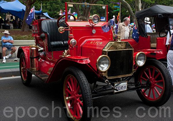 车主Cawer是在4年前收藏到了这款1914年出厂的福特车,现在车况还算不错。(摄影:袁丽/大纪元)