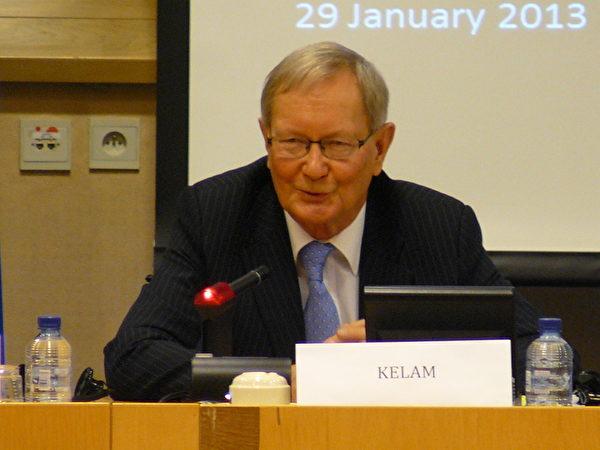 歐洲議會議員克蘭稱:「這是道德在毀滅。如果我們不嚴肅對待我們所瞭解的有關(活摘器官)這一行為,我們在道德上和政治上也得對正在發生的事情,承擔一部份責任。」(攝影:李孜/大紀元)