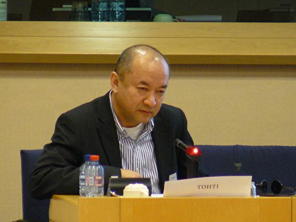 來自新疆的維吾爾族外科醫生安華托蒂先生(Enver Tohti),親身經歷過從死刑犯身上攫取器官。(攝影:李孜/大紀元)