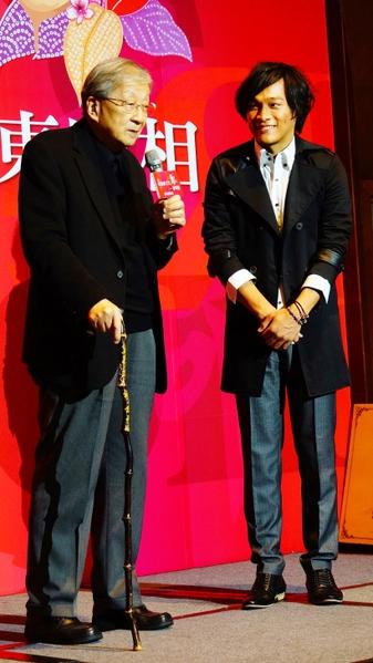 因台灣電影《練習曲》嶄露頭角的聽障演員東明相想唱歌當歌手,李行(左)導演特地站台。(圖/孫逸仙文化提供)