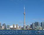 """多伦多成为加拿大首个""""庇护城市""""(sanctuary city),20万非法居民有权像合法移民那样使用市府服务。图为多伦多的天际线。(大纪元档案照片)"""