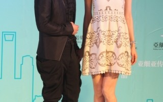 黄渤在电影《101次求婚》中与林志玲演出爱情对手戏。(图/大宇娱乐提供)
