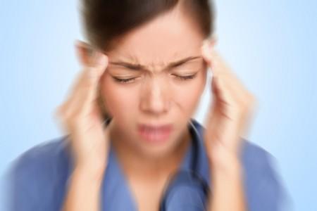 美国辛辛那提大学的研究人员发现,闪电会引发头痛或偏头痛,25英里范围内的闪电,会使31%的患者增加头痛风险,而28%则是增加偏头痛风险。(Fotolia)