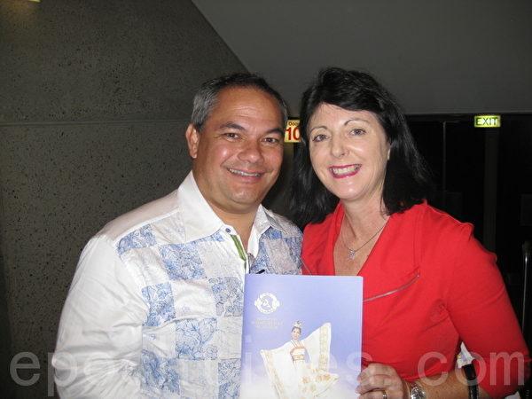 黄金海岸市长Tate携太太观看了神韵晚会的第二场演出(摄影:德明/大纪元)