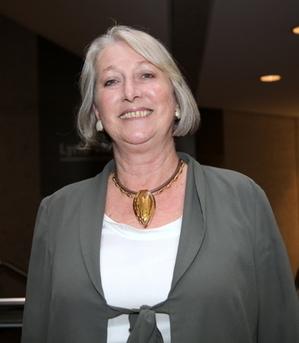 澳洲国会参议院Sue Boyce携女儿一起第一次看神韵,她欣喜地说自己已经爱上了神韵。(摄影:林珊如/大纪元)