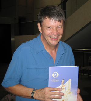 Kevin Robert 是一名作家兼编剧,2月3日下午观看了神韵巡回艺术团在布里斯本的最后一场演出。(摄影:德明/大纪元)