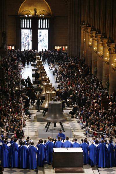 2013年2月2日,巴黎聖母院為組鐘舉行祈福儀式。(KENZO TRIBOUILLARD/AFP)