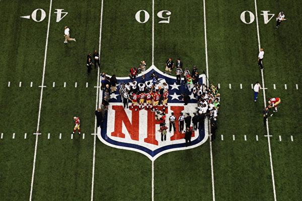 2013年2月4日,美國新奧爾良,NFL第47屆超級杯冠軍戰,在新奧爾良超級穹頂球場舉行,對陣雙方分別是國聯冠軍舊金山49人隊和美聯冠軍巴爾的摩烏鴉隊。(Chris Graythen/Getty Images)