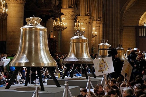 2月2日巴黎圣母院举行了新钟的庆祝仪式。(FRANCOIS GUILLOT/AFP/Getty Images)