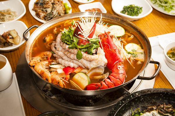经典韩式火锅 滋补养生。(摄影:爱德华/大纪元)