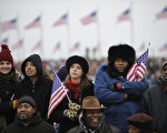 一份白宫移民提案草案显示,白宫计划为非法移民提供新的签证,允许他们合法居住,在8年内他们可申请永久的合法居住身份即绿卡。(Emmanuel Dunand/AFP)