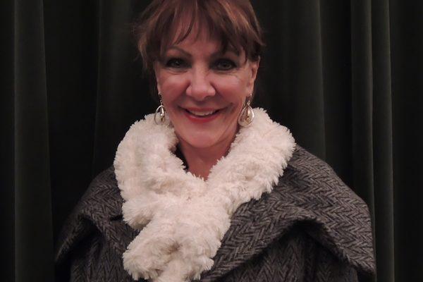 曾经是专业舞蹈演员并参加过世界巡演的Robin Milton女士看完神韵纽约艺术团2013年2月7日在麻州伍斯特市的演出后完全被其陶醉。(摄影:刘景丽/大纪元)