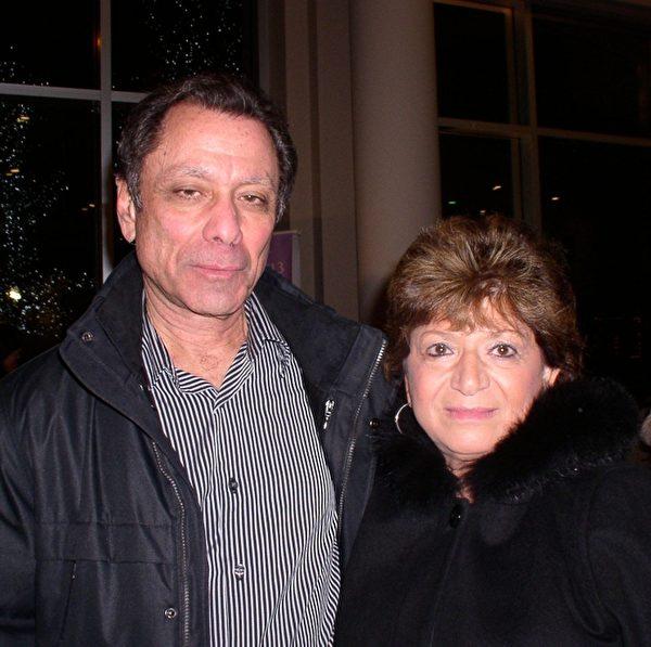 扶轮社成员John Peterson先生与夫人观看了神韵纽约艺术团2013年2月7日在麻州伍斯特市的演出后,赞美神韵如梦幻般美丽。(摄影:秦川/大纪元)