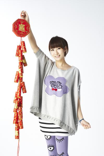 最近演唱电影《志气》主题曲《让我爱上我》的歌手邓福如。(图/丰华唱片提供)