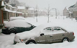 新一輪風雪吹襲加拿大南安省,降雪量將為安省4年來最多,而多倫多至週五早上的降雪量達15厘米,週五全天下雪,預計共有25厘米降雪量。(攝影:李佳/大紀元)