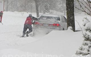 2月8日,多倫多遭遇自2008年12月19日以來,最大雪暴侵襲,預計當天降雪量達25至30厘米。(攝影:李丹/大紀元)