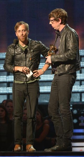 """""""最佳摇滚奖""""由黑钥匙组合(The Black Keys)获得。(图/Joe KLAMAR/AFP/Getty Images)"""