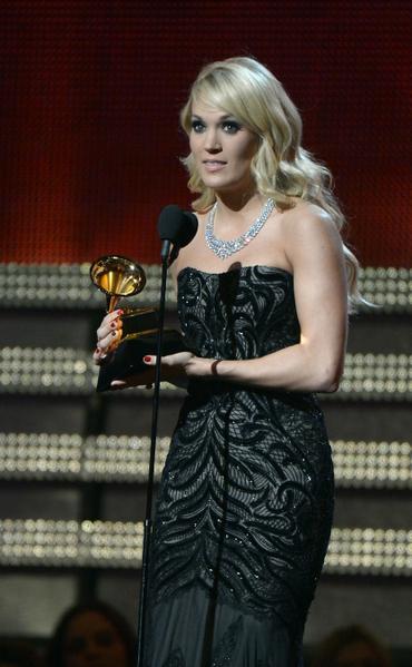 """凯莉‧安德伍德(Carrie Underwood)获得""""最佳乡村歌曲奖""""。(图/JOE KLAMAR/AFP/Getty Images)"""