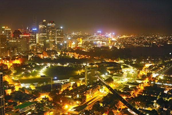 10日不夜的悉尼因神韵到来而更加辉煌(伊罗逊摄影)