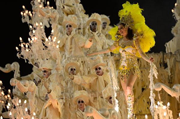 2013年2月11日,巴西里约嘉年华会游行花车。(CHRISTOPHE SIMON/AFP)