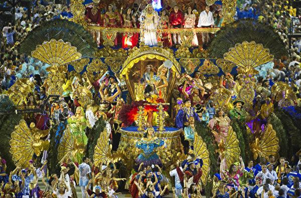 2013年2月11日,巴西里约嘉年华会游行队伍。(ANTONIO SCORZA/AFP)