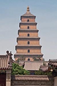大唐盛世是古代中国的黄金时期。长安城内的大雁塔藏有玄奘从天竺万里取来的贝叶经、佛像,俯视着脚下穿流而过的行人、贵族的马车、骑马的唐人。(Fotolia)
