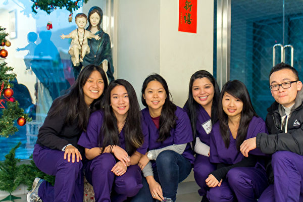 華裔女青年高家儷(左3)辭高薪,返台偏鄉義診。圖為偏鄉義診團隊。 (高家儷提供)