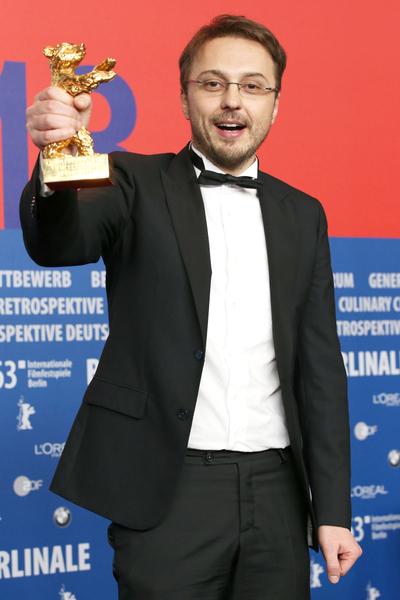 "导演克林•彼得•奈泽(Calin Peter Netzer)夺最佳电影""金熊奖""。 (Dominik Bindl/Getty Images)"